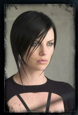 Black_hair_charlize_theron_4